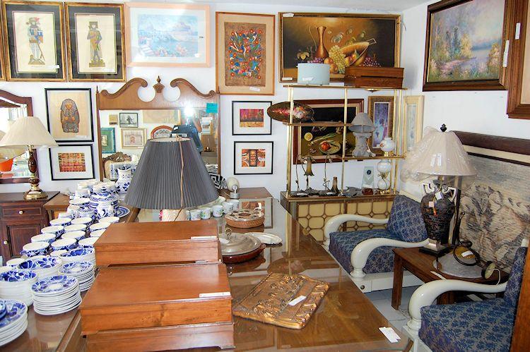 Tesoros Bazar - Muebles antiguos y antigüedades 2