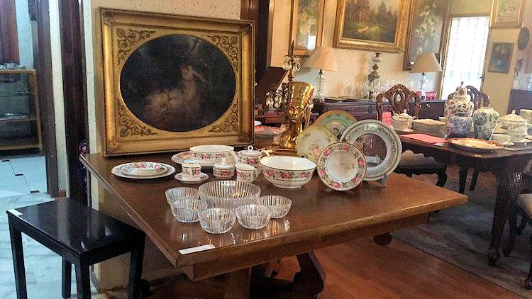Tesoros Bazar - Muebles antiguos y antigüedades 3