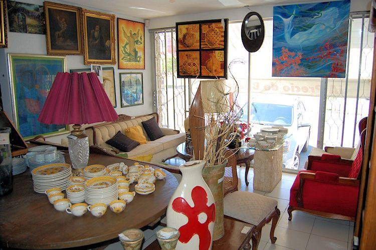 Tesoros Bazar - Muebles antiguos y antigüedades 4